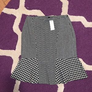 Ann Taylor Black Houndstooth Flare Tulip Skirt